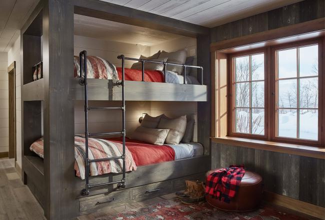 Строгая двухэтажная кровать в интерьере в духе рустик
