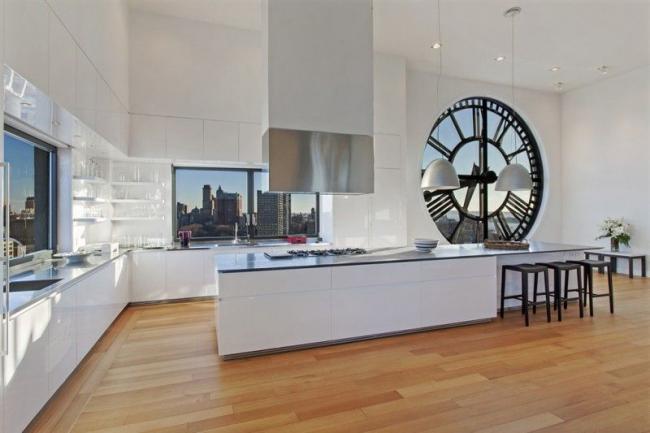 Оригинальное окно в стиле лофт, не требующее дополнительного декора