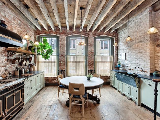 Кухни в стиле лофт отличаются неповторимым шармом промышленных зданий, обустроенных под комфортное проживание