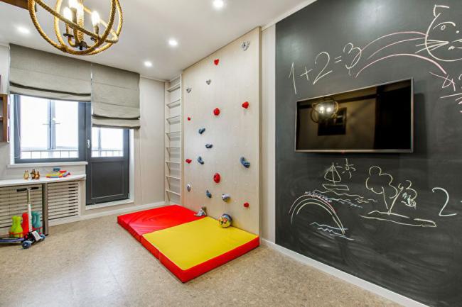Классический натяжной потолок создает идеальный фон для дизайнерских идей