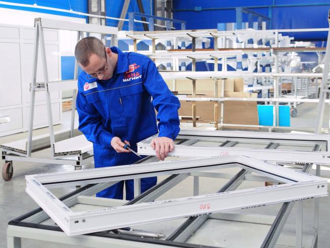 Фирма, которая выпускает пластиковые окна, должна иметь сертификат от производителей профиля и предоставлять гарантию на свою продукцию