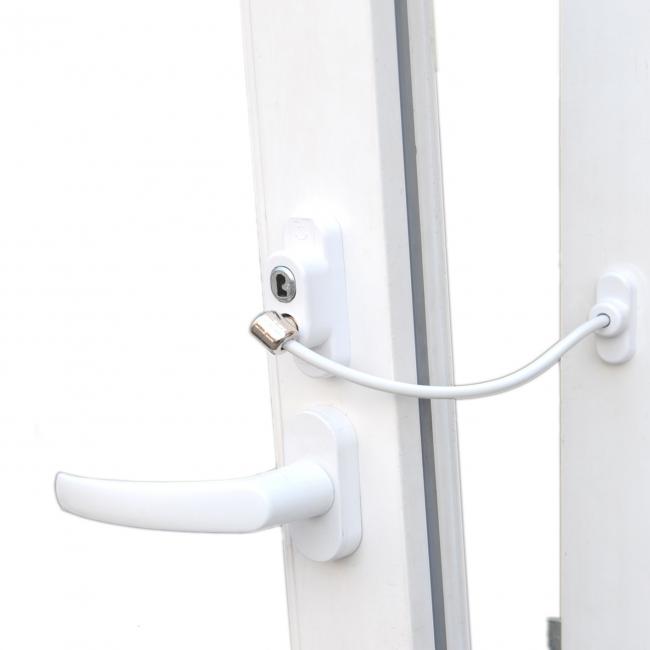 Для обеспечения безопасности вашего ребенка можно отдельно заказать детский ограничитель открывания окна с тросом Penkid