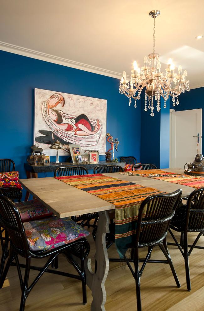 Для квартир с невысокими потолками тоже можно подобрать красивый потолочный декоративный элемент