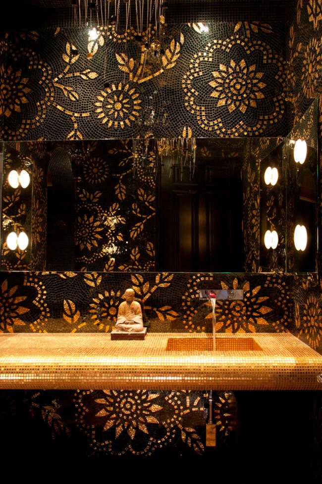 Роскошная отделка мозаикой интерьера ванной комнаты