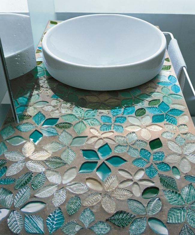 Декоративная столешница из стекла и бетона