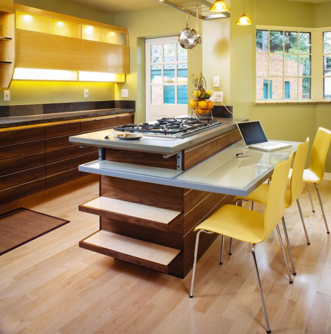 Кухня, оформленная в желтом цвете, смотрится очень интересно