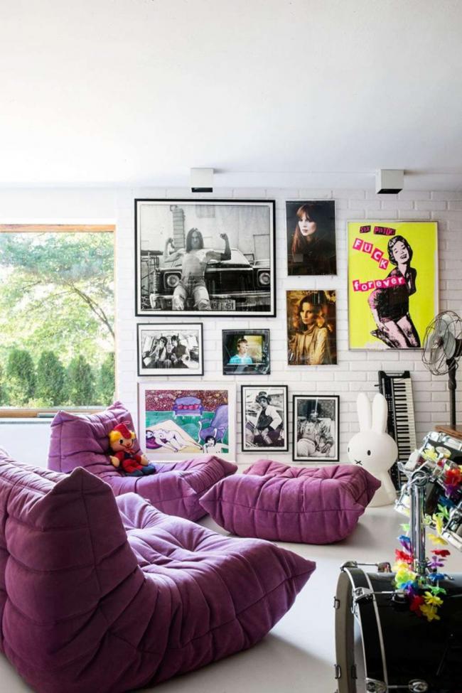 Уютная зона отдыха, оформленная в стиле поп-арт