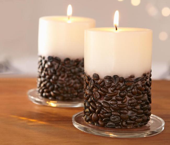 Свечи, украшенная зернами кофе