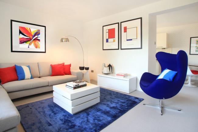 Небольшой, но уютный зал, оформленный в современном стиле