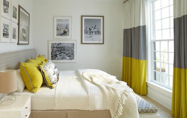 Белый цвет в сочетании с желтым и серым оттенками делают комнату свежее и добавляют ей контрастность
