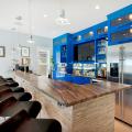 Дизайн кухни с барной стойкой: 60+ трендов для современного и практичного интерьера фото