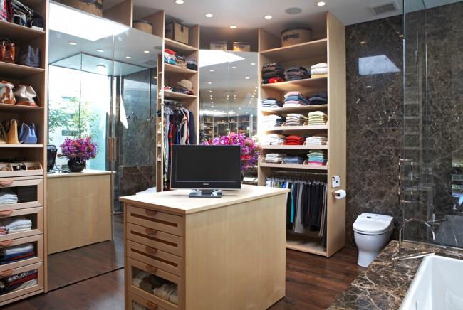 Гардеробная комната, объединенная с ванной
