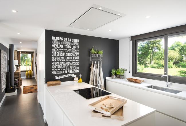 Оформление одной из стен уютной кухни 3D графикой