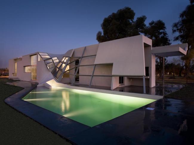 Современный дом по индивидуальному проекту с бассейном