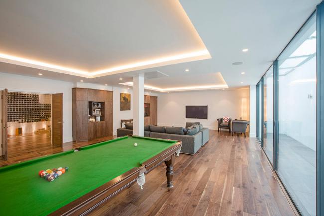Парящий натяжной потолок становится очень популярным в современном интерьере