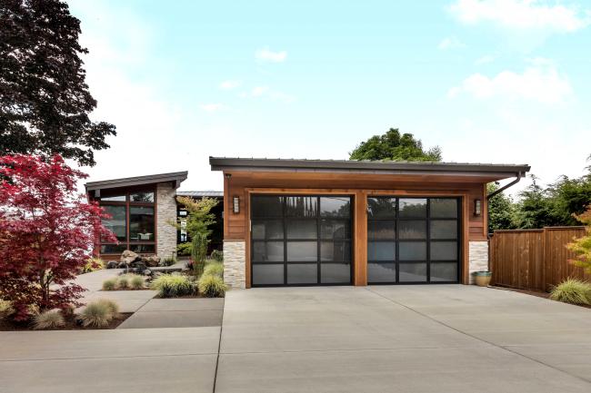 Проект дома с двумя гаражами можно составить самостоятельно, но лучше это предоставить специалистам