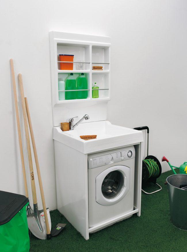 Раковина над стиральной машинкой - отличный вариант для небольших экономии пространства