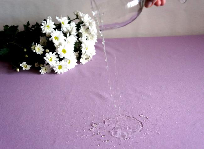 Пропитка не дает жидкости впитаться в полотно скатерти