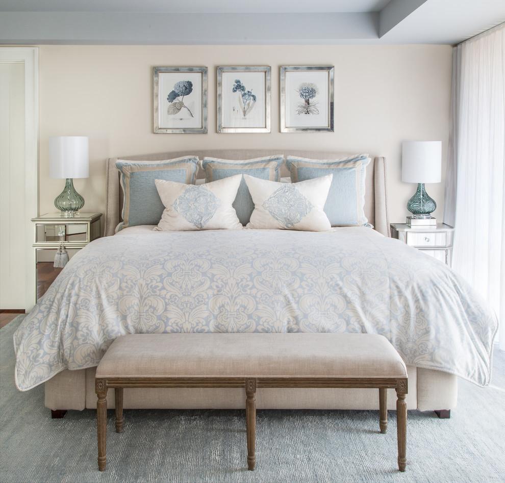 Уютная спальня, оформленная в бежевых тонах