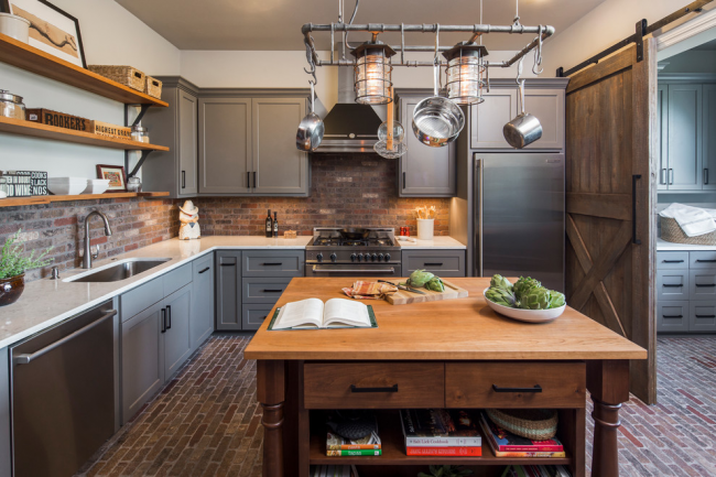 Любая хозяйка мечтает о просторной кухне, но не все имеют достаточно большую жилищную площадь и в таком случае отличным вариантом станет угловой кухонный гарнитур