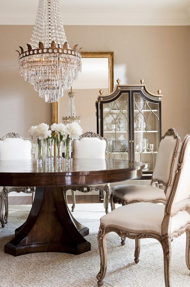 Традиционное оформление гостиной в стиле ампир