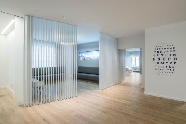 Просторная квартира, оформленная в стиле минимализм