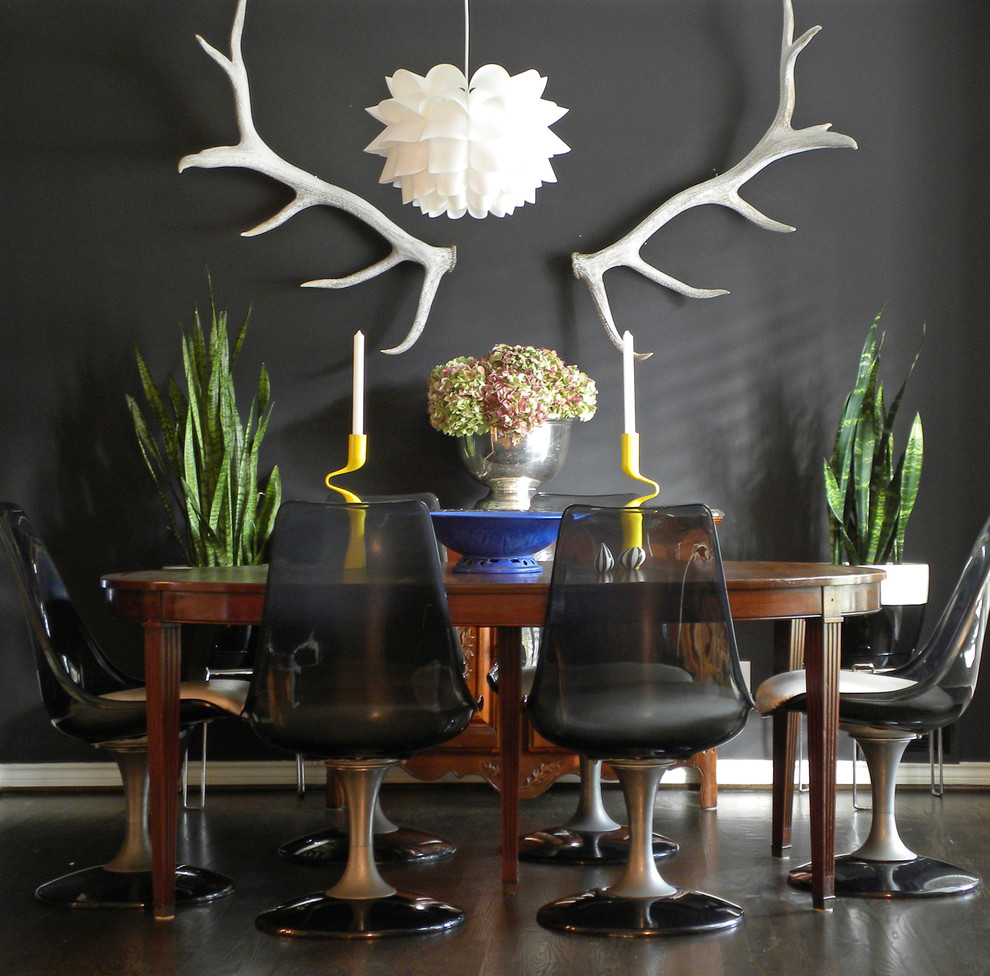 Столовая в черном цвете с дизайном в стиле фьюжн