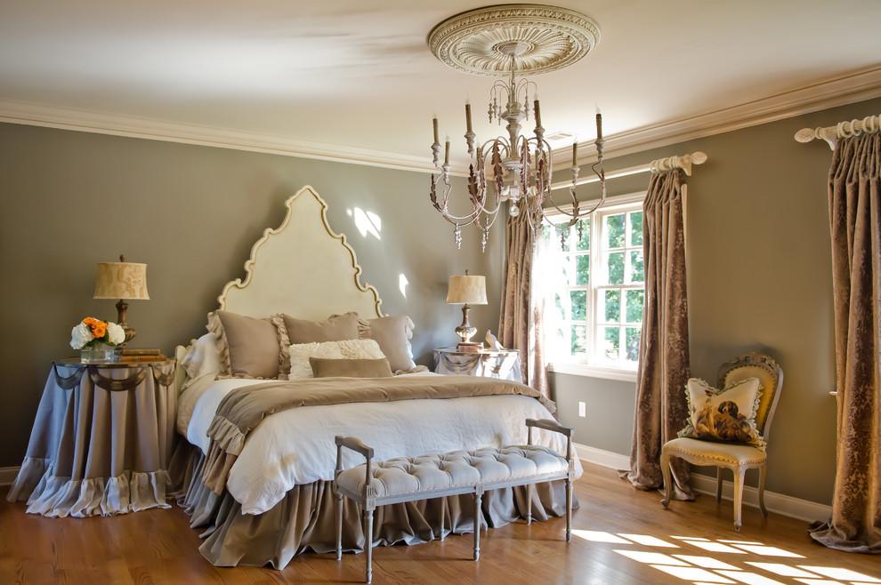 Лепнина на потолках добавит изысканности интерьеру во французском стиле
