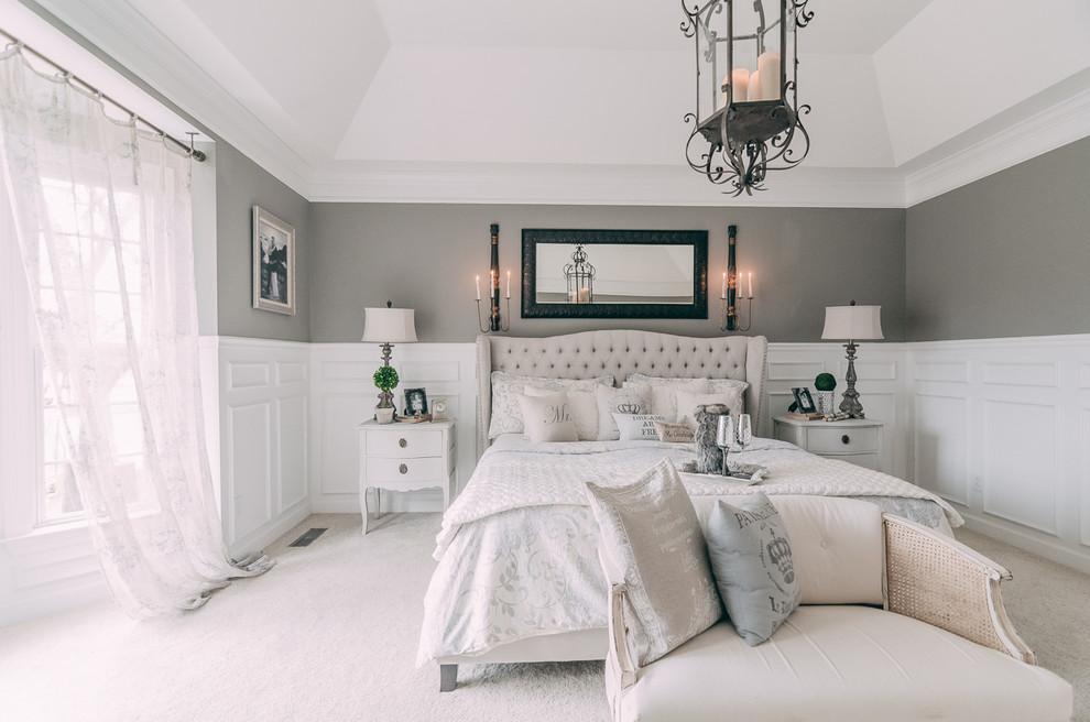 Уютная спальня, оформленная в белом цвете