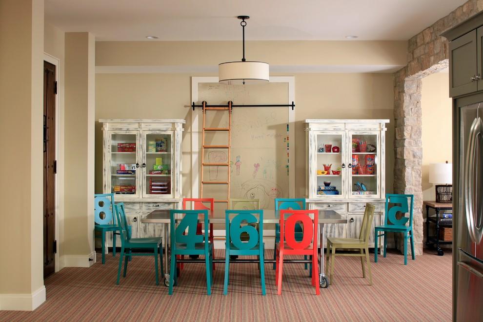 Детская комната в стиле шебби-шик с зоной для рисования маркером