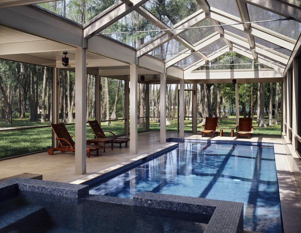 Навес из поликарбоната над бассейном - практичный вариант для загородного домика