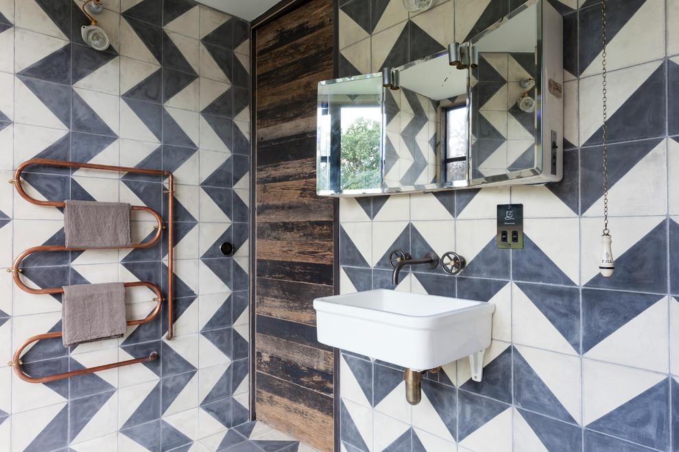 Плитка - наиболее практичный вариант отделки для ванной комнаты