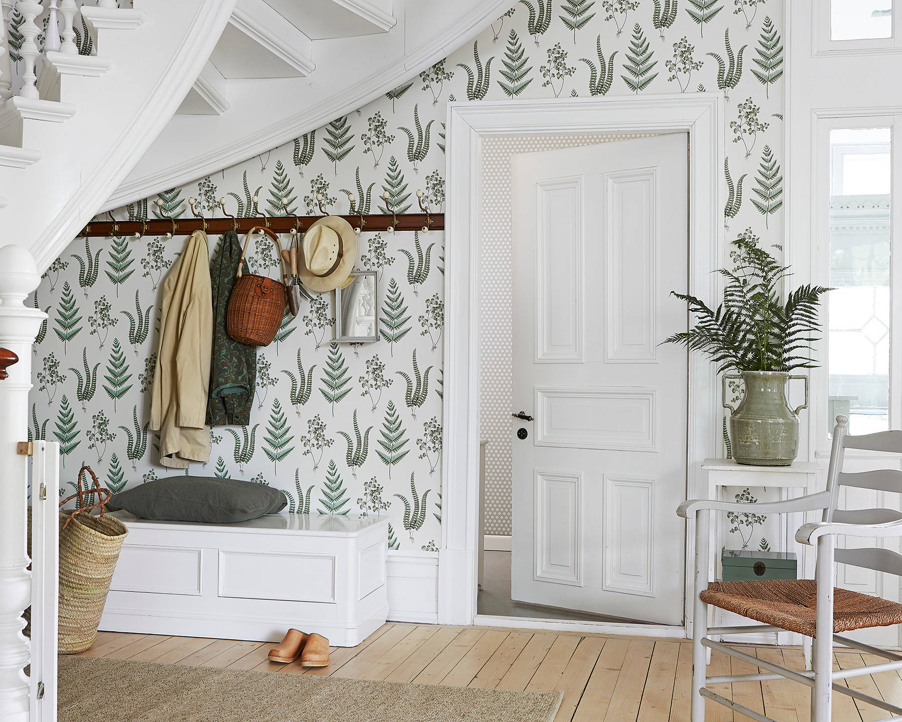 В небольшом помещенииуместно минимальное количество мебели