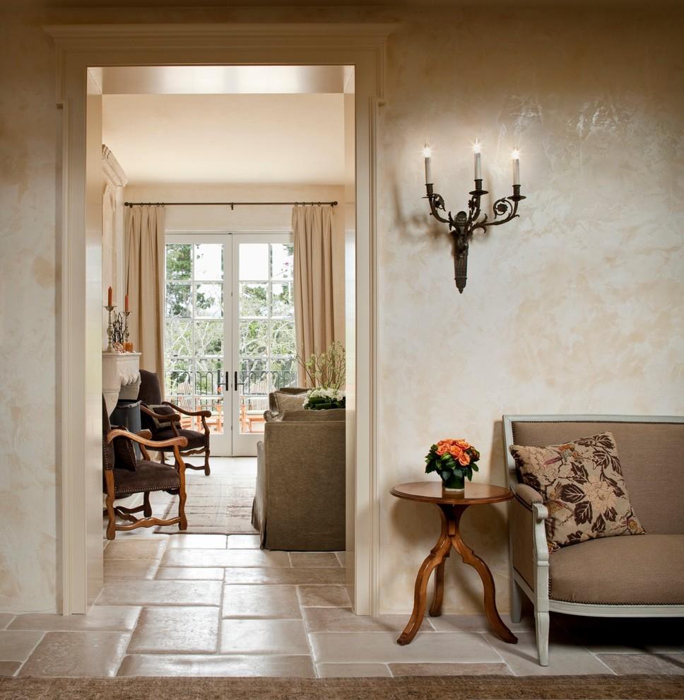 Крупная керамическая плитка украсит пол в дачном домике
