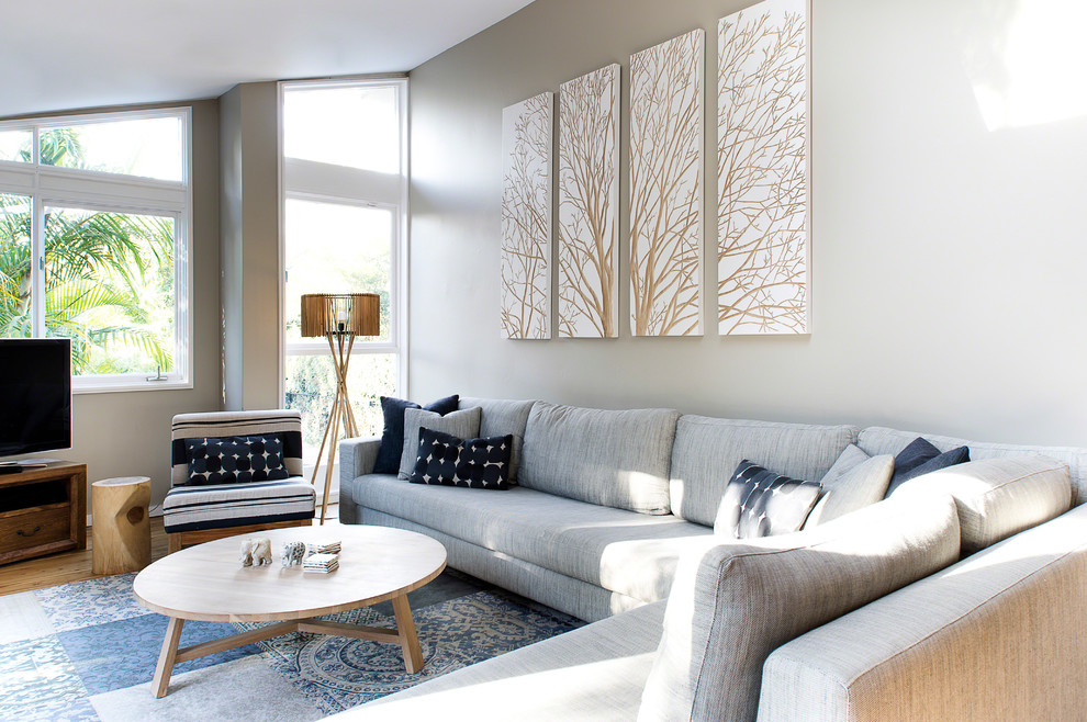 Угловые диваны в гостиной имеют свои неоспоримые преимущества: широкий спектр стилевых исполнений, возможность подбора модели для определенного дизайна помещения и компактность