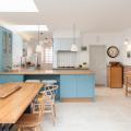 Бело-голубая кухня: как гармонизировать интерьер и 105 беспроигрышных вариантов оформления фото