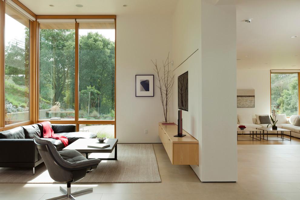 Современная гостиная с панорамным остеклением
