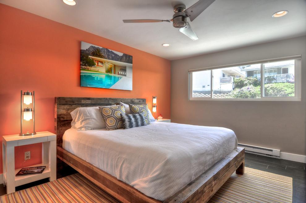 Коралловый цвет стен подойдет для просторной комнаты