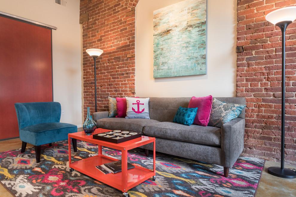 Контрастный интерьер гостиной в стиле лофт