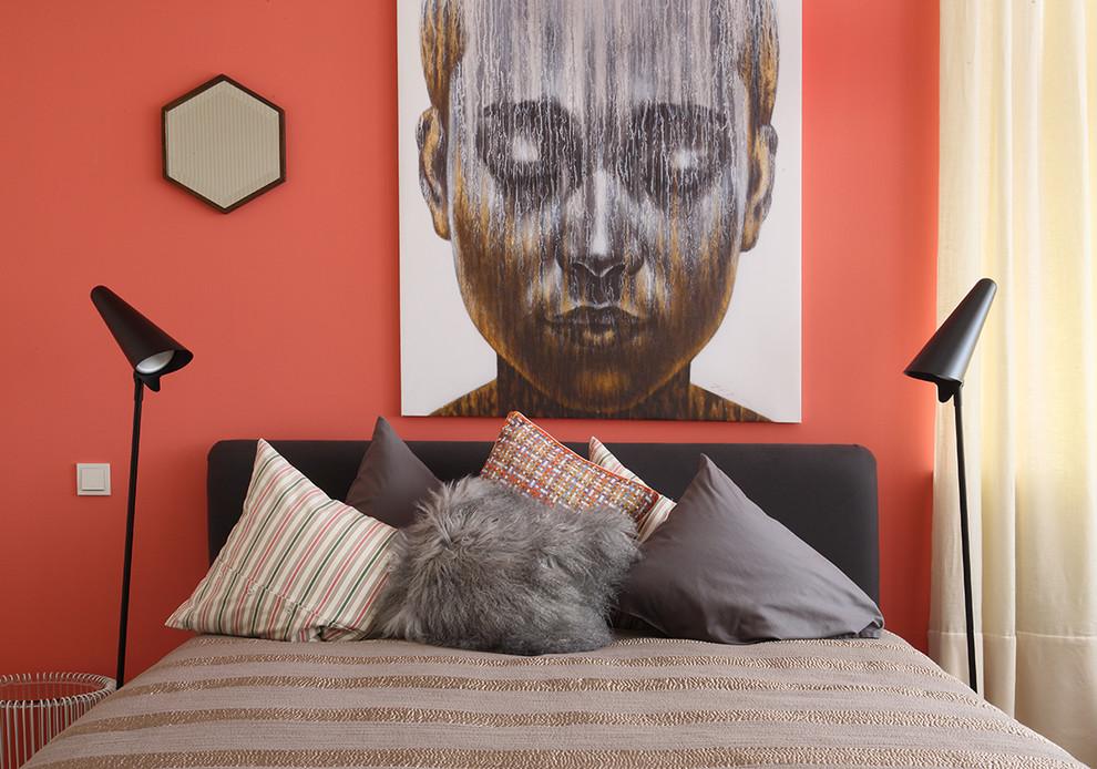 Коралловый цвет в интерьере спальни