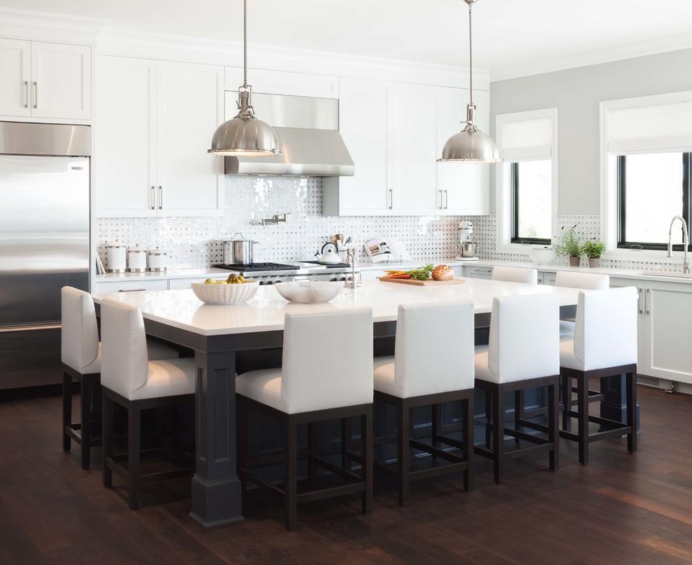 Прямоугольный стол из натурального дерева хорошо подойдет для большой кухни или столовой