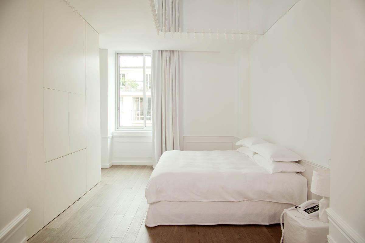 Стильная белая спальня в стиле минимализм