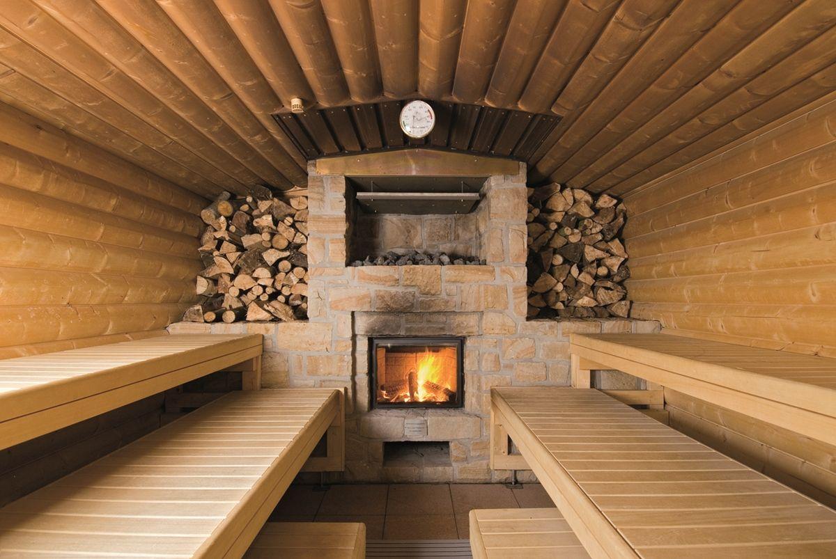 Баня с дровяной печью, обложенной камнем