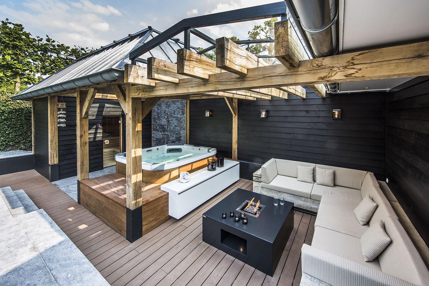 Настоящий комфортабельный комплекс: баня + джакузи и место отдыха на террасе
