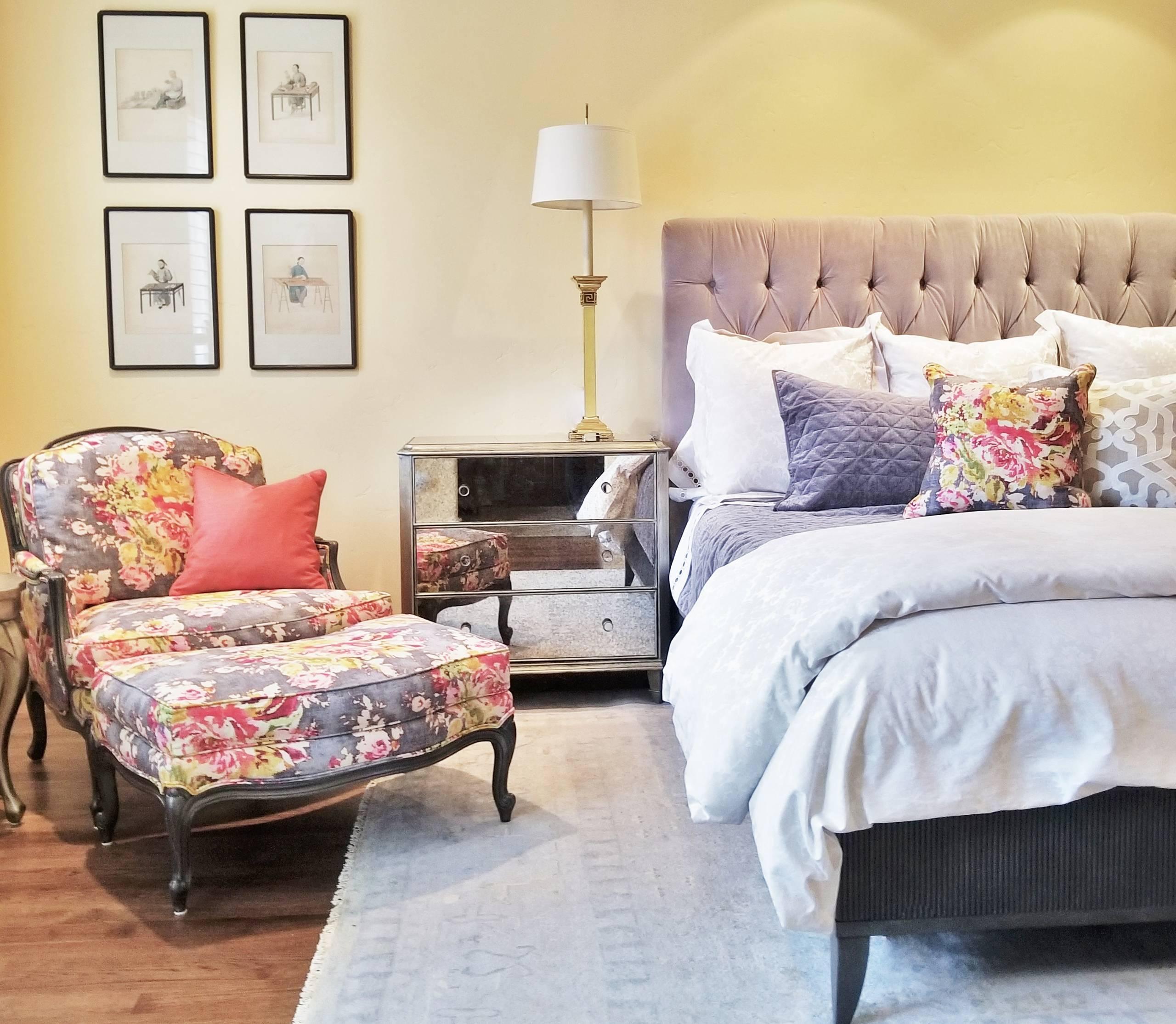 Даже при большом количестве мебели, спальни арт-деко не смотрятся перегруженными