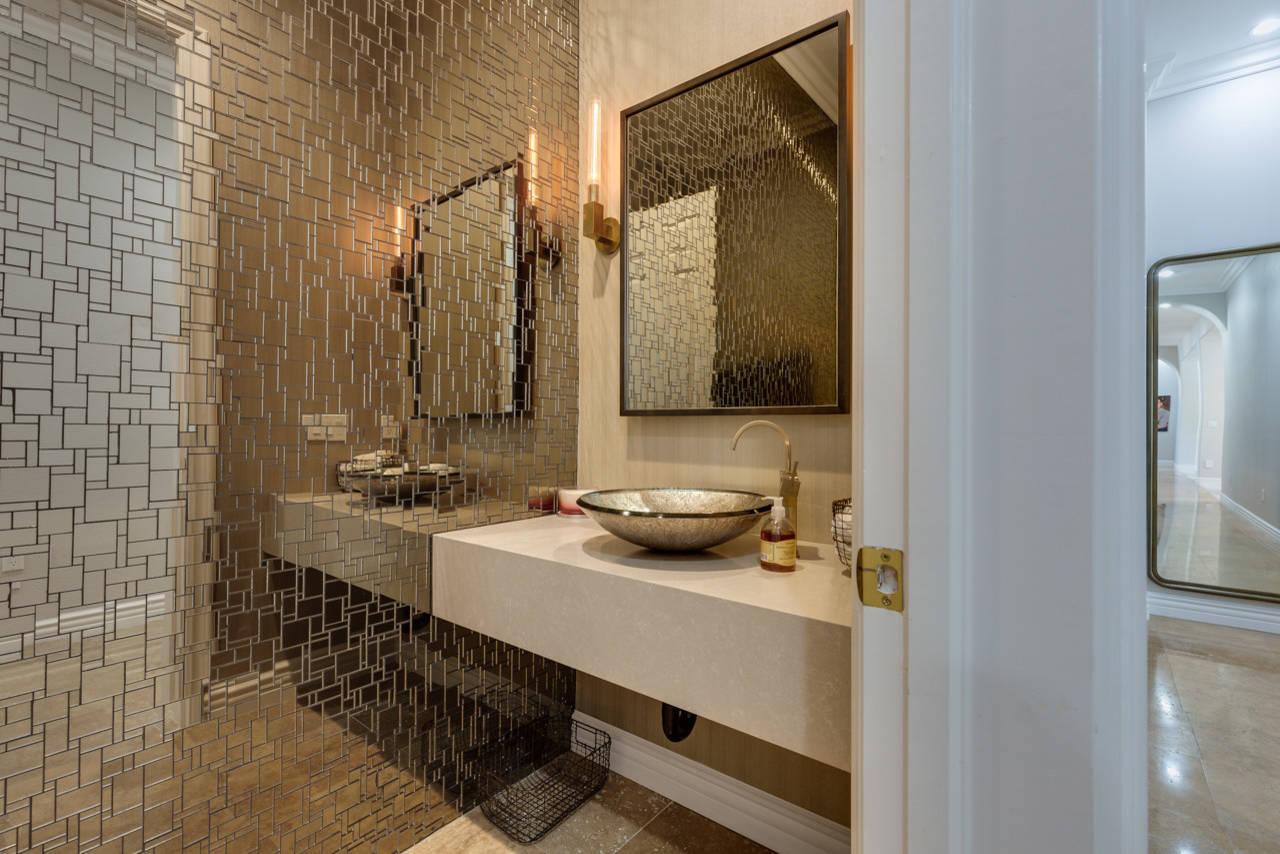 Зеркальная плитка стала превосходным приобретением для дизайнеров интерьера