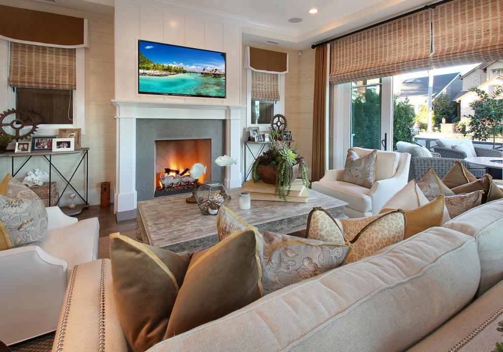 Бамбуковые шторы в тон дизайна классической гостиной