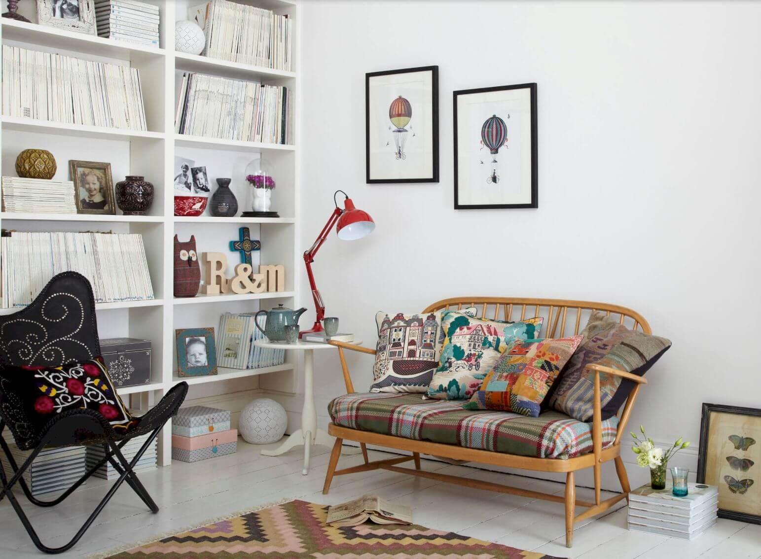 Цветная мебель - отличный акцент в однотонном интерьере