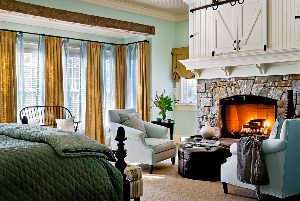 Уютная гостиная частного дома с дизайном в стиле кантри