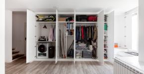 Компактное хранение (75+ идей): выбираем функциональный шкаф для пылесоса и гладильной доски фото